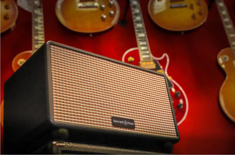 Rock'n'Roll ist dem Bluetooth-Lautsprecher Bennett & Ross BB-860 Blackmore nicht fremd.
