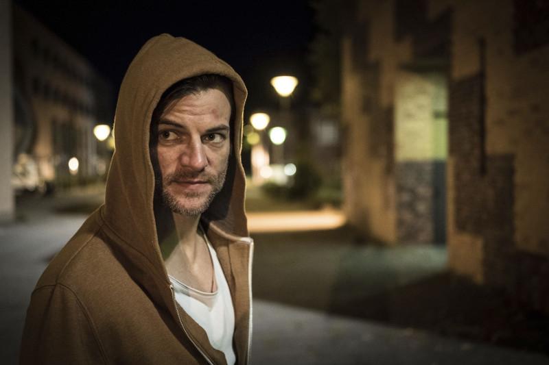 Der erfolglose Schriftsteller Max ist ein gesetzestreuer Bürger - eigentlich ... (© Universum Film)