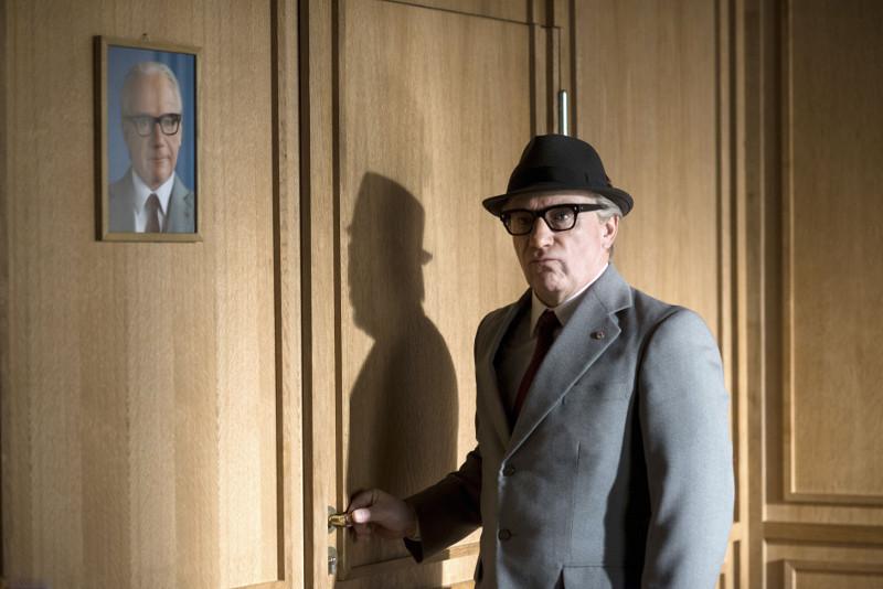 Schauspieler Otto Wolf (Jörg Schüttauf) schlüpft in die Rolle Erich Honeckers. (© Universum Film)
