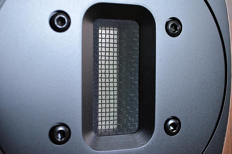 Der Bändchen-Hochtöner der Avon 1 zeichnet sich durch ein schnelles Reaktionsvermögen und hohe Agilität aus.