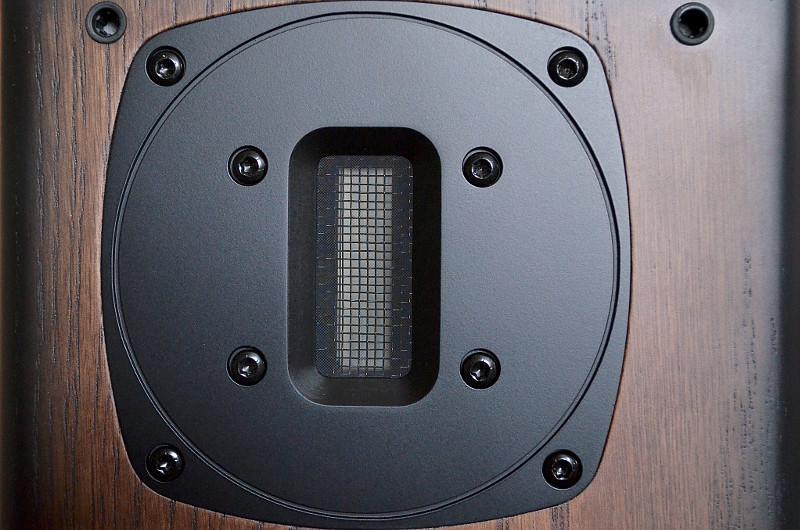 Für die oberen Frequenzen kommt bei den Avon 1 ein Bändchen-Hochtöner zum Einsatz.