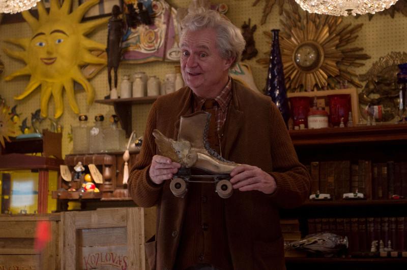 In der britischen Hauptstadt sucht Paddington ein Geschenk für seine Tante Lucy. In Mr. Grubers Antiquitätenladen wird er fündig. (© Studiocanal)