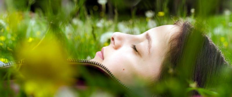 Die dreizehnjährige Amelie (Mia Kasalo) hat Asthma und ist davon ziemlich genervt. (© Lighthouse Home Entertainment)