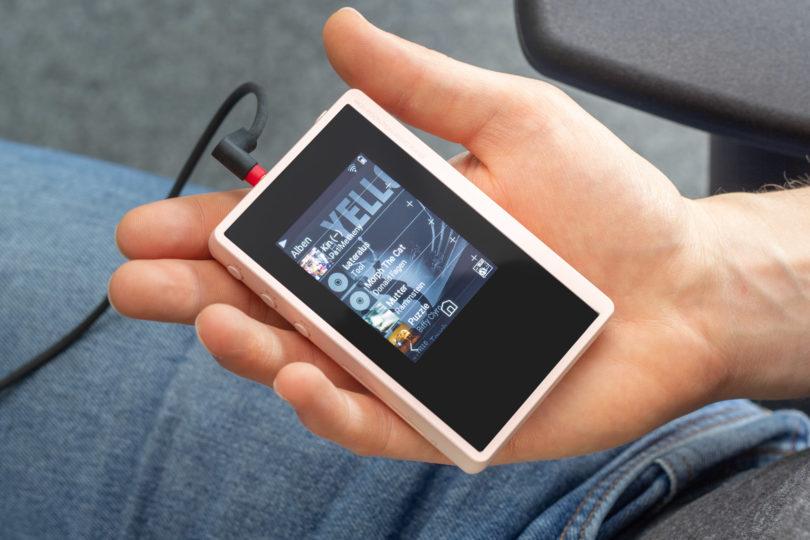 Der in XDP-02U ist ultrakompakt, federleicht und seine Speicherkapazität lässt sich auf über 500GB aufrüsten. Preis: 299 Euro.