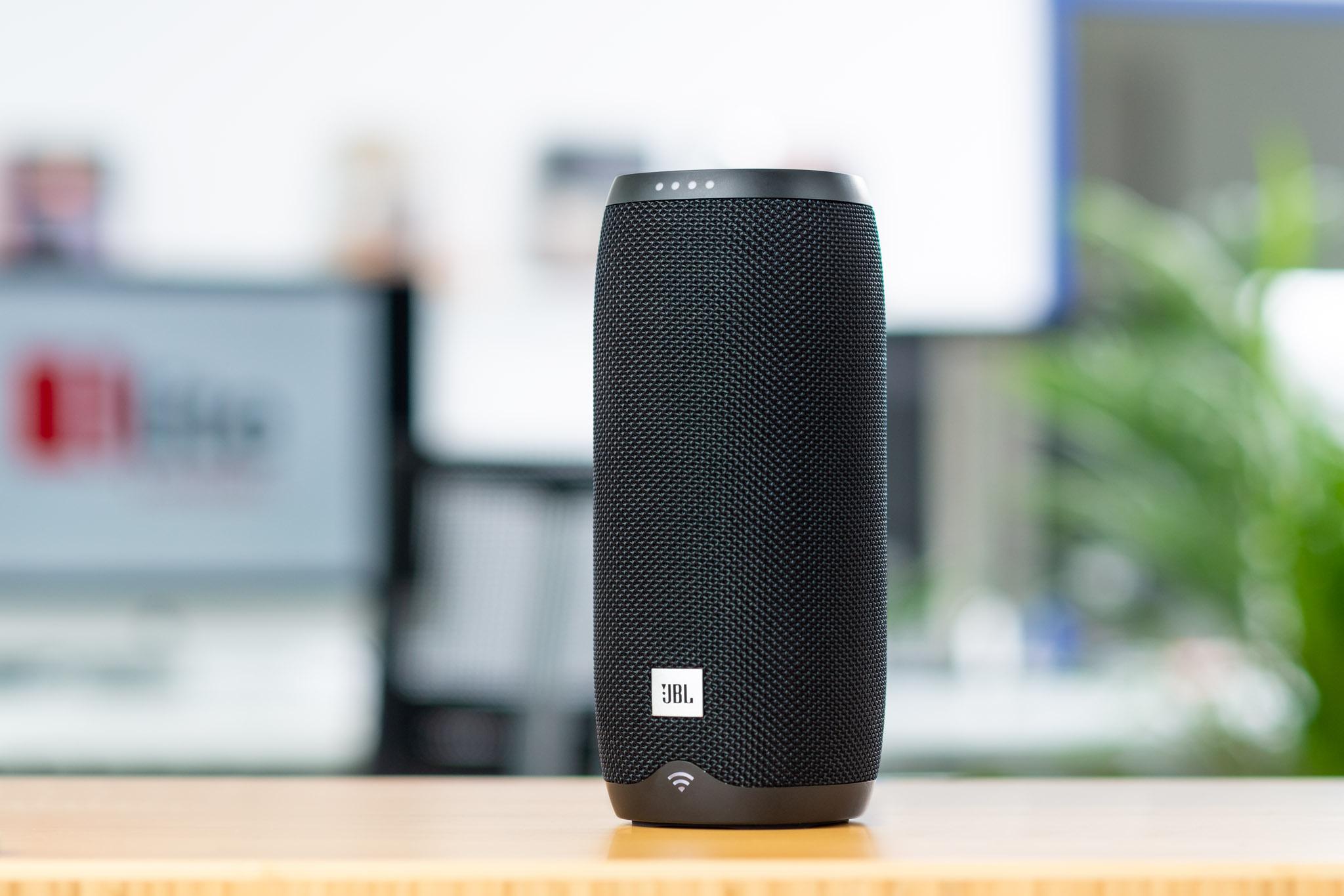 Sprachgesteuerter Bluetooth-/WLAN-Lautsprecher im eleganten Design