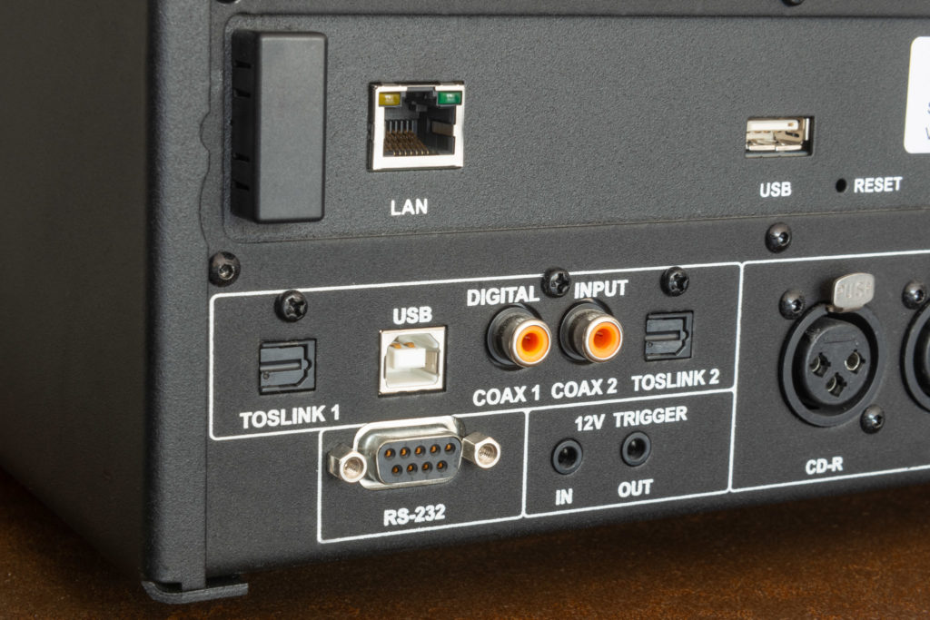 Als moderner Verstärker verfügt der ECI 6DX selbstverständlich auch über ein reichhaltiges Angebot digitaler Schnittstellen.