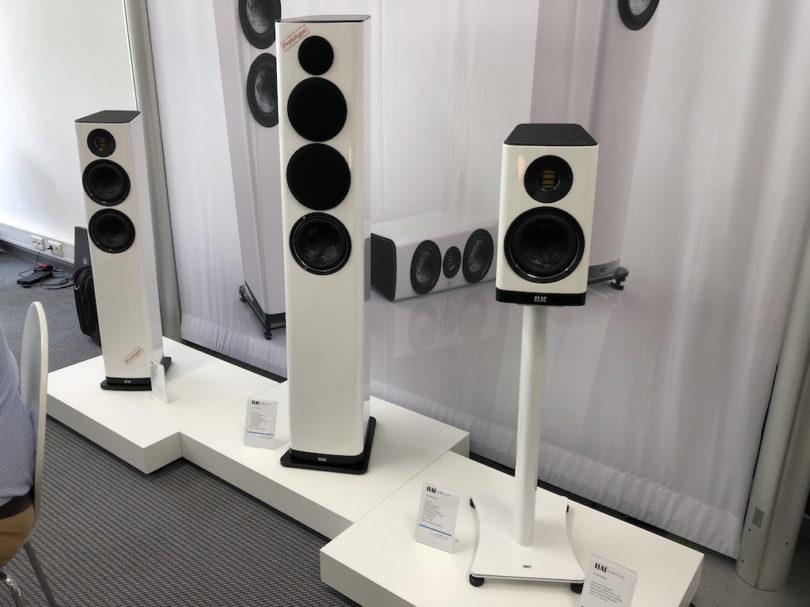Auch bei ELAC gibt es 2018 wieder viel Neues. U.a. die ersten Prototypen der neuen Vela-Serie. Ein frisch designtetes Setup, das auch technisch und klanglich modern auftreten soll.