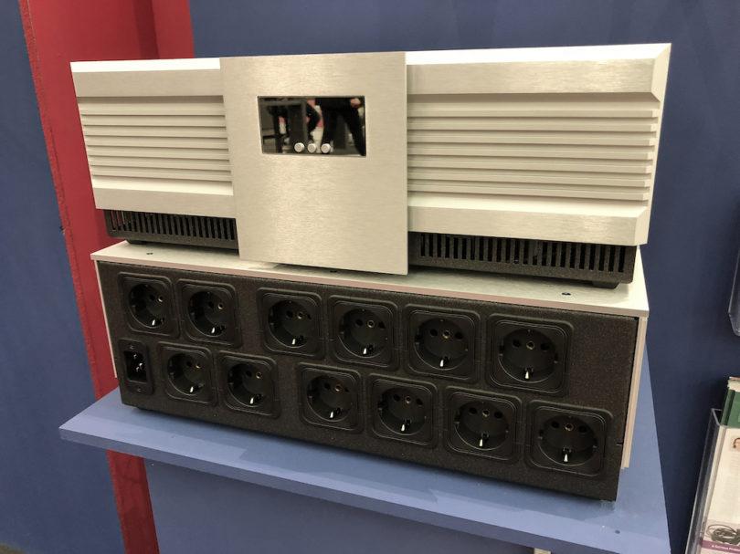 Diesmal als Highlight am Messestand zu bestaunen: die EVO3 Nova, ein zwölf diskrete Power Conditioner umfassendes Netzkraftwerk für anspruchsvollste HiFi-Anwender. Preis: um 6.800 Euro.