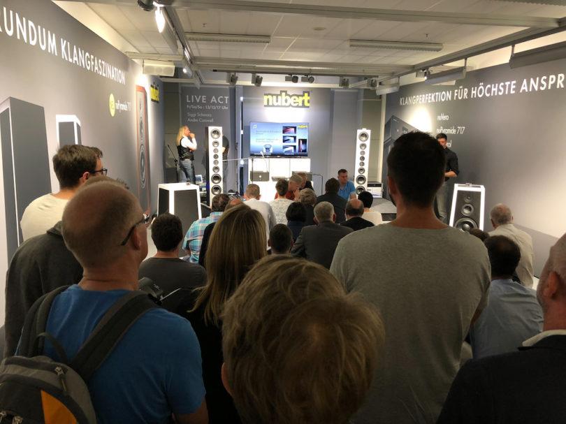 Auch in diesem Jahrgastiert Nubert auf der Münchner Audiofachmesse High End. Wieder haben die Schwaben jede Menge spannender Neuheiten im Gepäck und auch diesmal ist der Andrang groß.