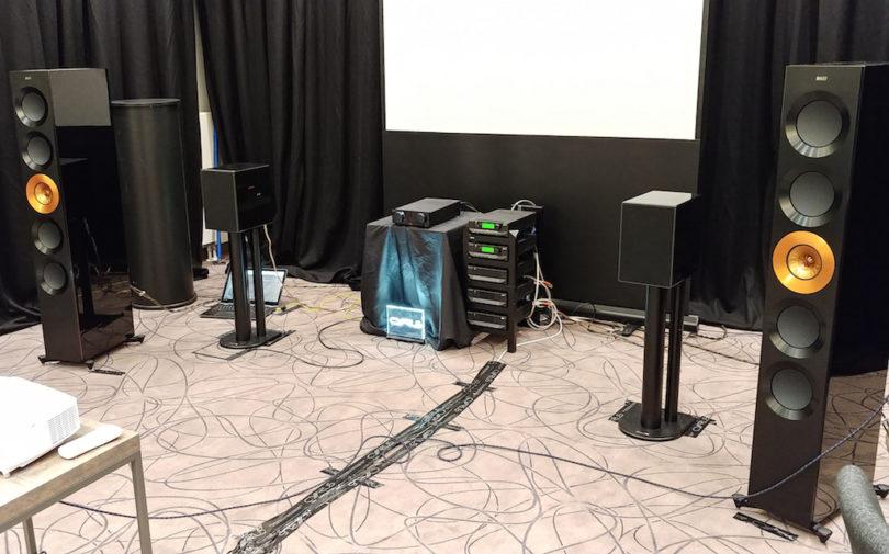 Mit 2 x 100 Watt treibt der halbformatige Cyrus One HD in der Vorführung nicht nur kleine Kompaktboxen wie die Cyrus One Linear an, sondern auch ausgewachsene, fordernde Standboxen wie die KEF Reference 5 ....