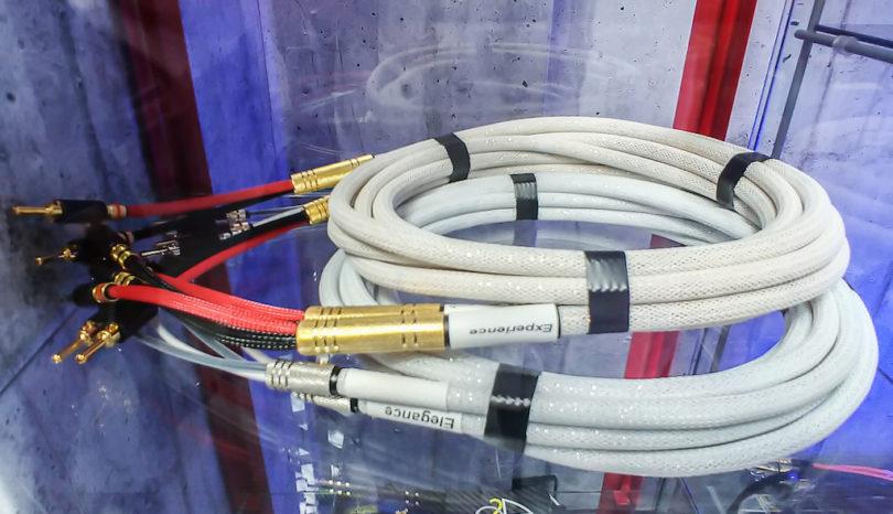 Wohnraumfreundlich: Die O2A-Kabel – hier das Signalkabel aus der Einstiegsserie Elégance (Paarpreis: ab 549 Euro) – können mit verschiedenen Mantelfarben gefertigt werden.