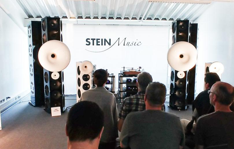SteinMusic beeindruckt mit dem drei Meter hohen Spitzenmodell TopLine XL. Im Verbund mit dem dahinterstehenden Subwoofer XL erreichte dieser Horn-bewehrte High End-Schallwandler abgrundtiefe, kraftstrotzende Bässe bis 17 Hertz bei einem insgesamt herrlich klaren Klangbild. Ein echtes Highlight der Messe! (Preis: um 220.000 Euro)