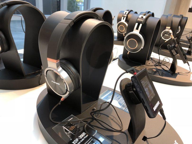 Eine weitere, aktuell bei uns im Test befindliche Kombi: Kopfhörer SE-MHR5 und Mibil-Hires-Player XDP-02U.