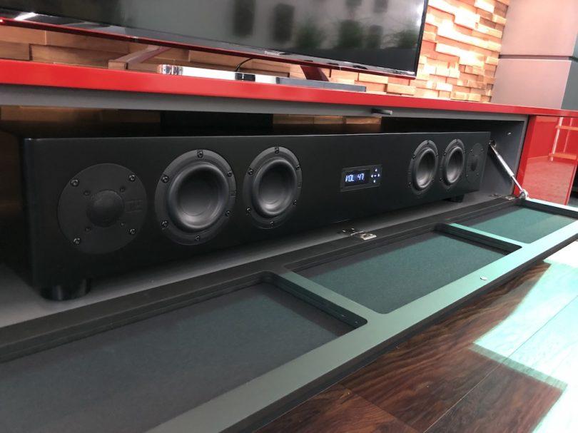 Alternativ fasst das Roterring Protekt 260 aber auch extragroße Soundbars wie das Nubert AS-450.