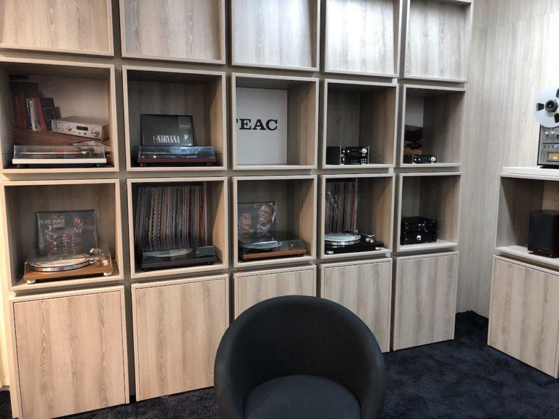 TEAC setzt auf Gemütlichkeit und Vinyl ...