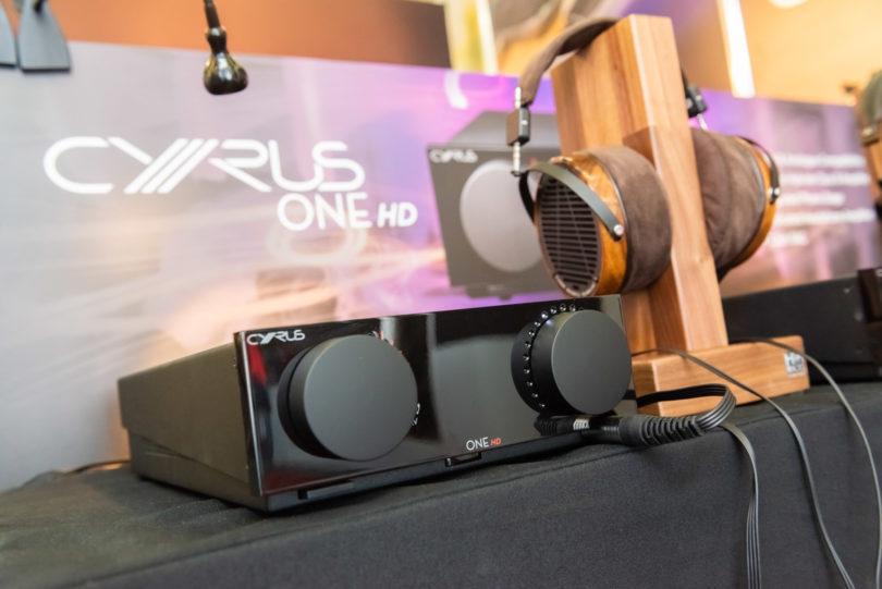 Die Legende legt zu: Der Cyrus One kommt jetzt in der HD-Version, der Amp punktet nun auch mit kabellosem HiRes-Streaming über Bluetooth aptX HD und mit einem Class AB-Kopfhörerverstärker (Preis: 1.295 Euro).