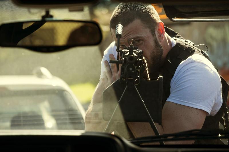 """Doch selbst ein Kerl wie """"Big Nick"""" hält Ray Merrimen (Pablo Schreiber) und seine Gang nicht von Raubüberfällen ab. (© Concorde Home Entertainment)"""