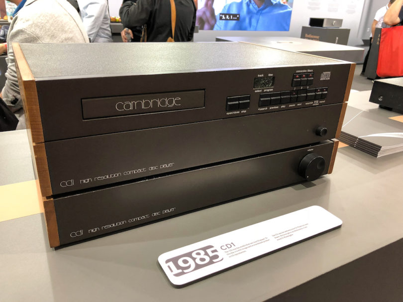 Cambridge Audio gehört zu den traditionsreichsten HiFi-Unternehmen Großbritanniens. Dies belegen u.a. einige in München ausgestellte HiFi-Meilensteine wie beispielsweise der legendäre CD1 aus dem Jahre 1985.