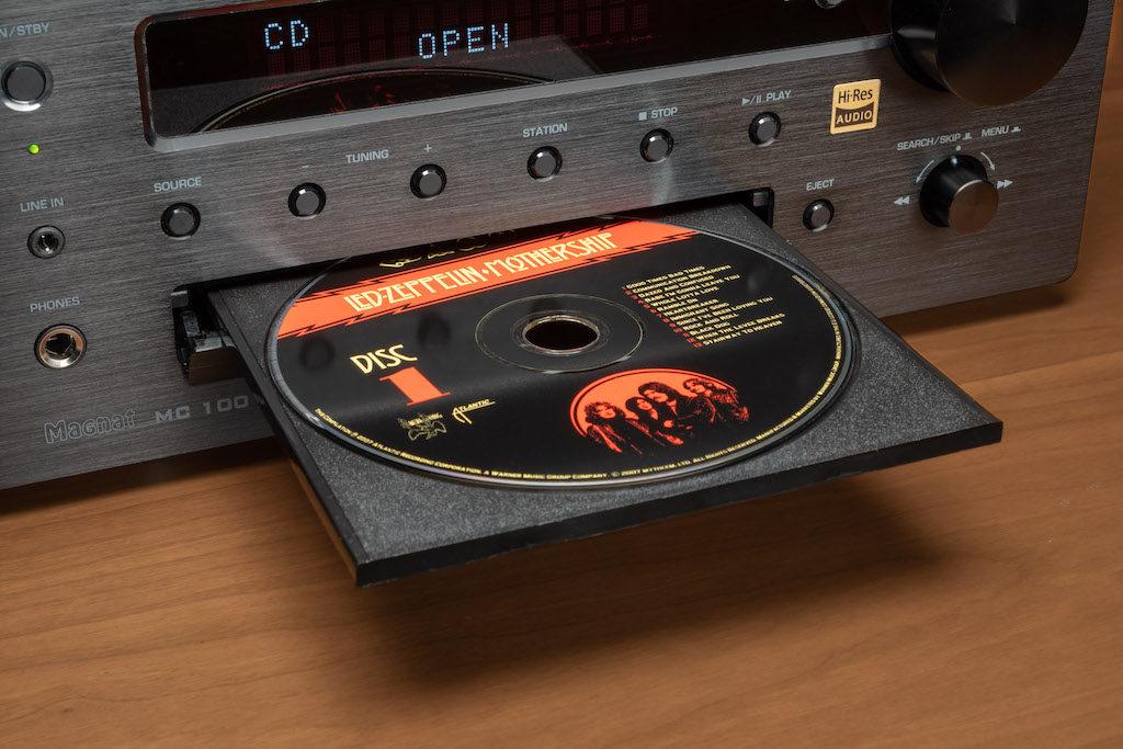 Das CD-Laufwerk des MC 100 ist mit einer Präzisions-Lasereinheit ausgerüstet.