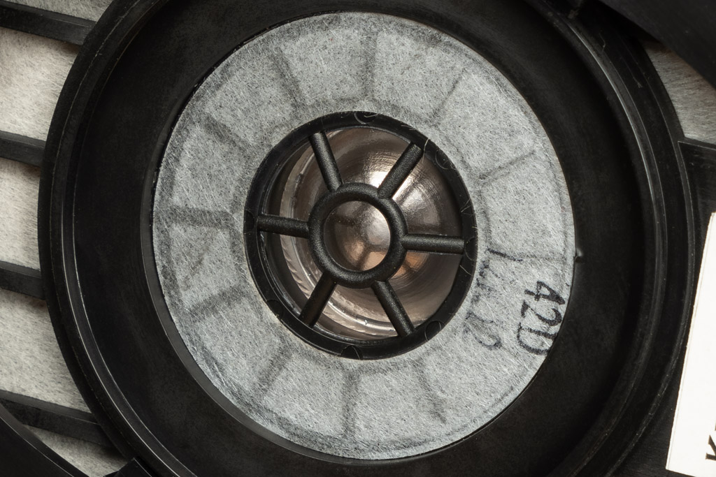 titaniumbeschichteten Mylar-Membranen ausgestattet