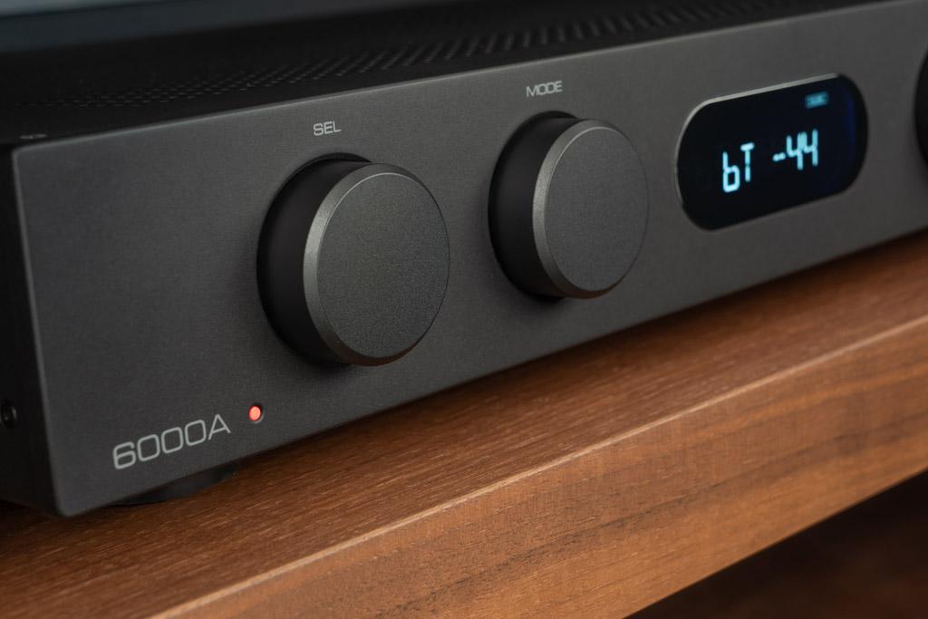 Schnörkelloses Design, hochwertige Verarbeitung: Audiolab wird seinem Ruf auch am Beispiel des 6000A gerecht.