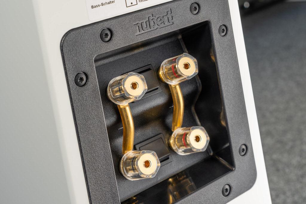 Das hochwertige Anschlussterminal der nuLine 264 erlaubt auch Bi-Wiring.