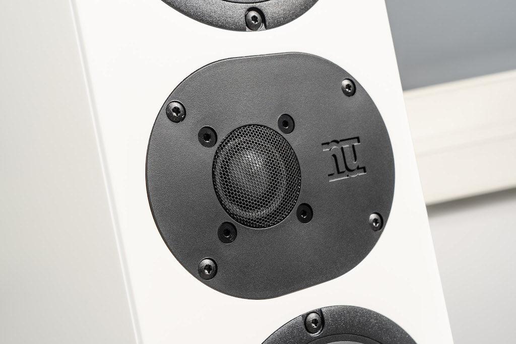 Der nuOva-Hochtöner sorgt für ein präzises und detailliertes Klangbild.