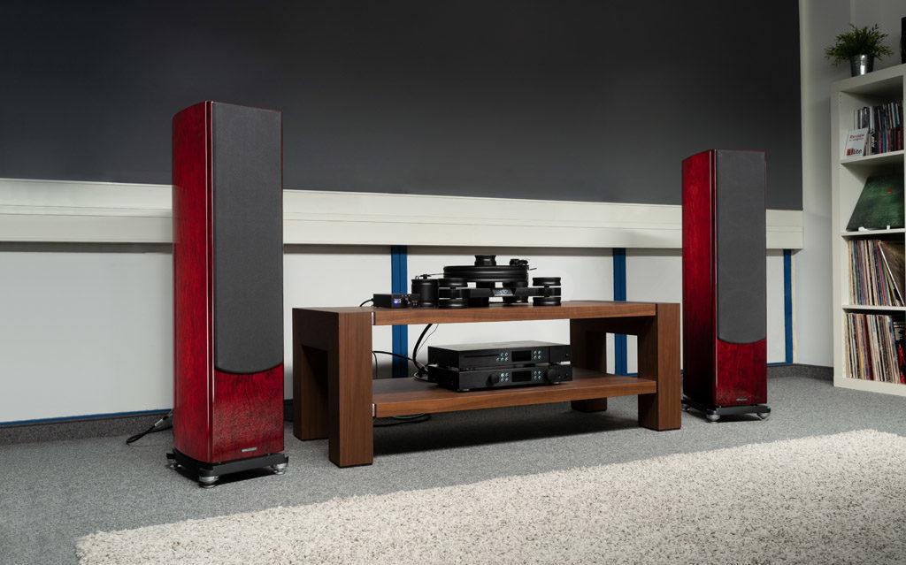 Die Reva-4 bringen jede Menge britischer Eleganz mit - insbesondere in der Variante Rosewood.