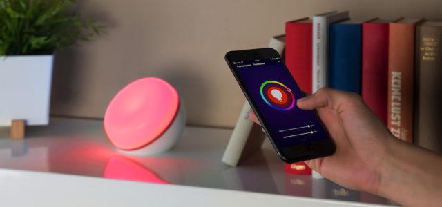 Luminea Home Control WLAN-LED-Stimmungsleuchte sorgt aufs Wort für das passende Licht