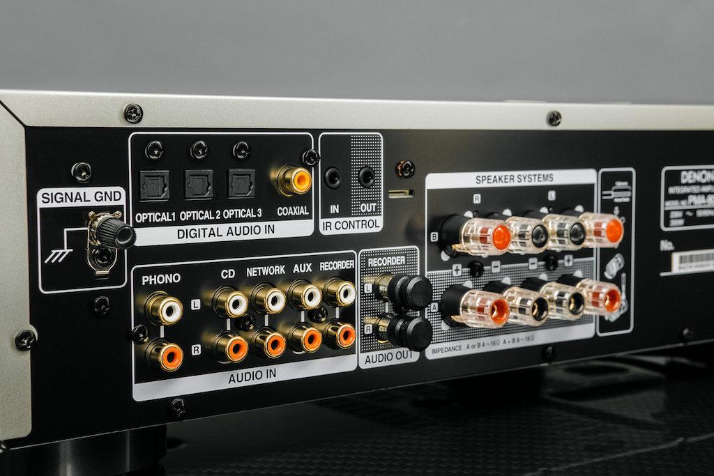 Große Anschlussvielfalt: Der Vollverstärker PMA-800NE macht dieser Bezeichnung alle Ehre.