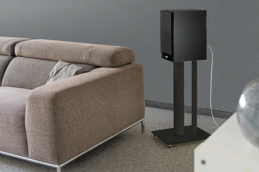 Die passenden Stative machen die Chrono 30 zum flexibel einsetzbaren Surround-Lautsprecher.