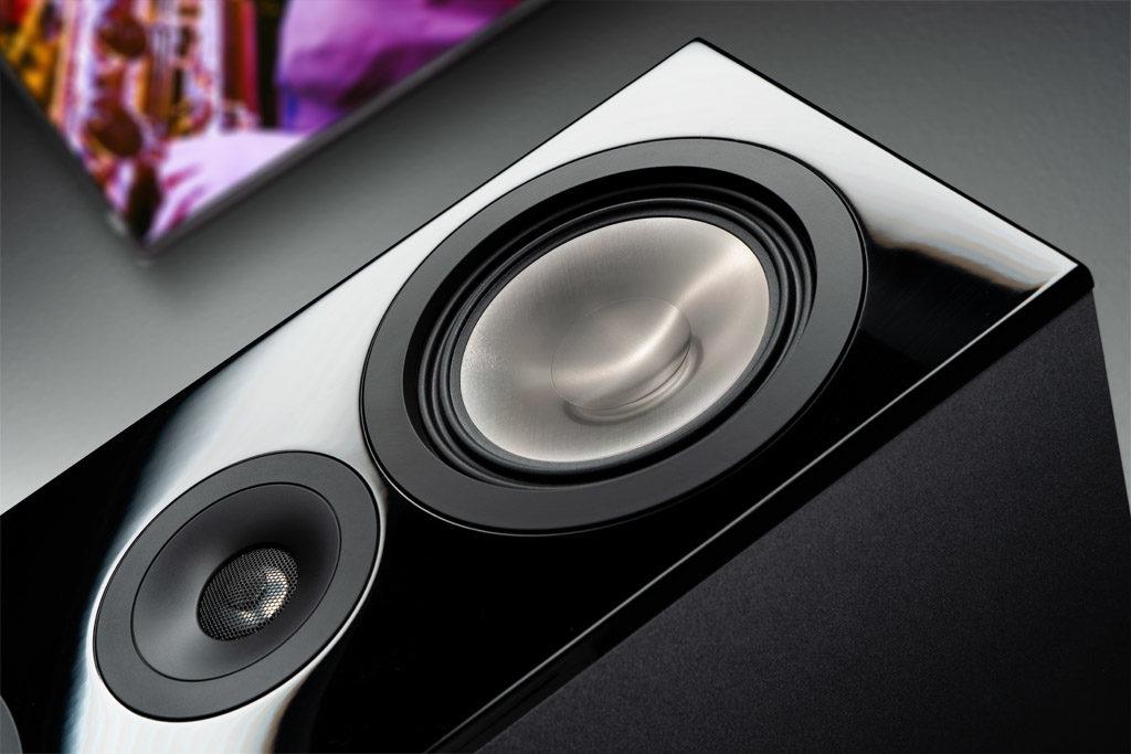 Die Anordnung der Treiber der Chrono 90 DC bringt den Hochtöner punktgenau auf Ohrhöhe des Publikums.