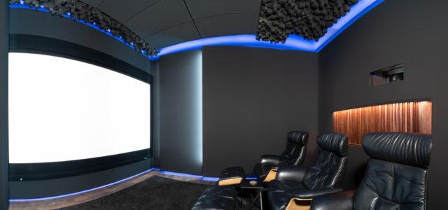 Gemütliches Ambiente, bombastischer Sound, knackscharfe Bilder: Zu Besuch im Demo-Kino von Screen professional