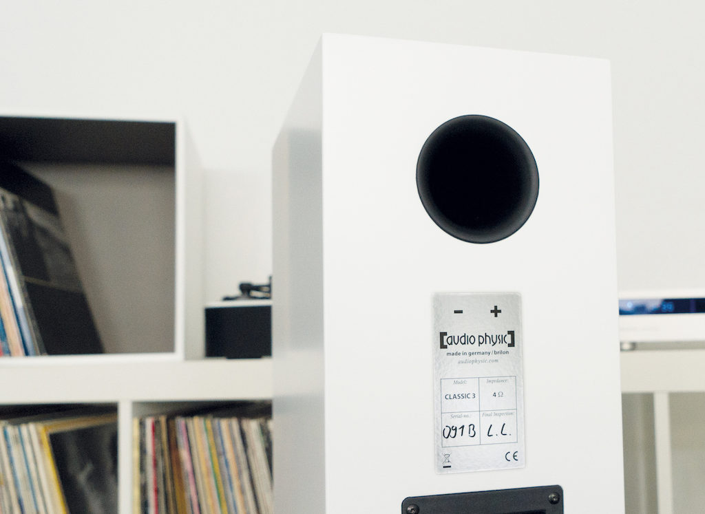 Zusätzliche Unterstützung für ein kraftvolles Klangfundament liefert der rückseitige Bassreflexport der Classic 3.