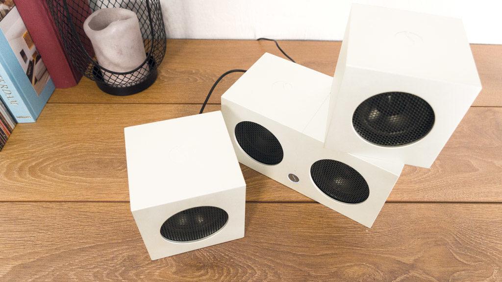 Die Soundgil Cubes sind zwar klein, bringen dank des massiven Aluminium-Gehäuses aber pro Stück rund ein Kilo auf die Waage.