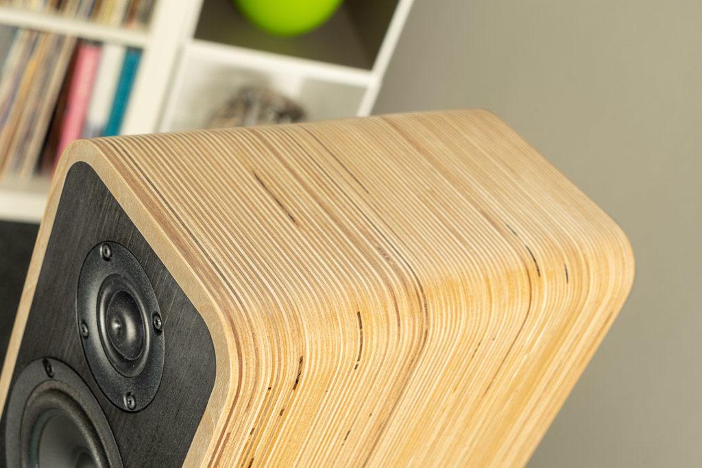Das natürliche Muster unterstreicht sehr schön den Unikat-Charakter der Audel-Lautsprecher.