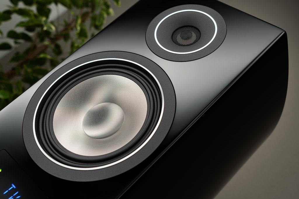 Die elegante Schallwand der Smart Vento 3 kommt ohne sichtbare Schrauben o.ä. aus.