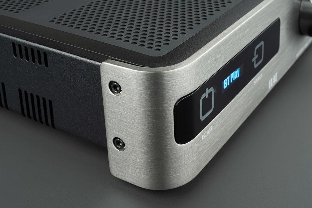 Die Front aus gebürstetem Aluminium verleiht dem DS-A101-G einen besonders edlen und modernen Look.