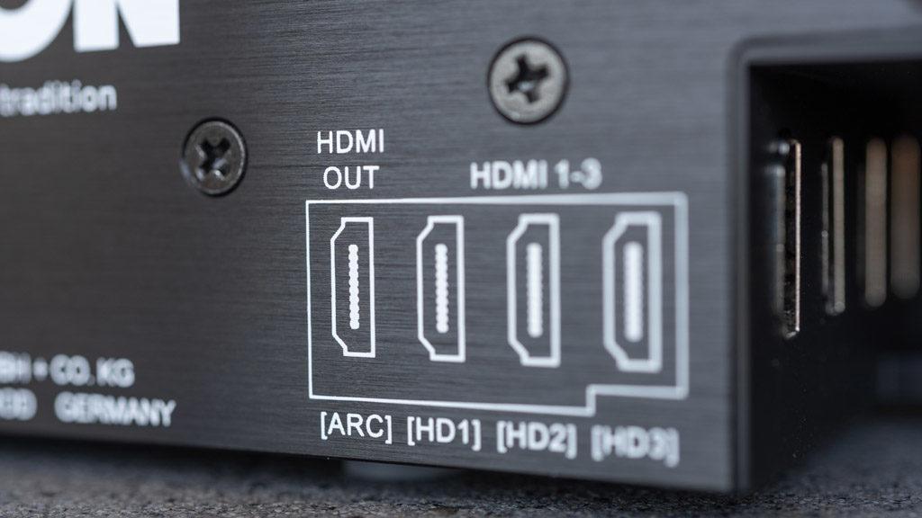 Über die vorderste HDMI-Schnittstelle empfängt die Smart Soundbar 9 auch den TV-Sound.
