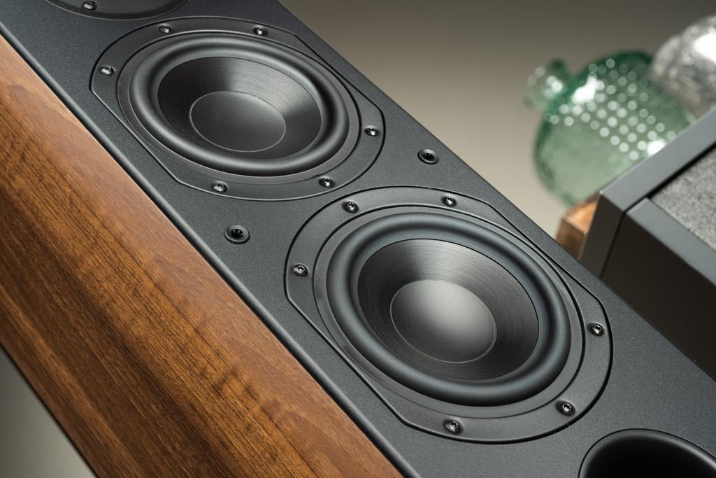 Die Nota 550 X sind als Zweieinhalb-Wege-Lautsprecher konzipiert.