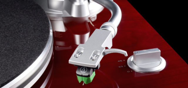 Teac TN-3B: Vinyl-Allrounder mit Riemenantrieb und USB-Ausgang