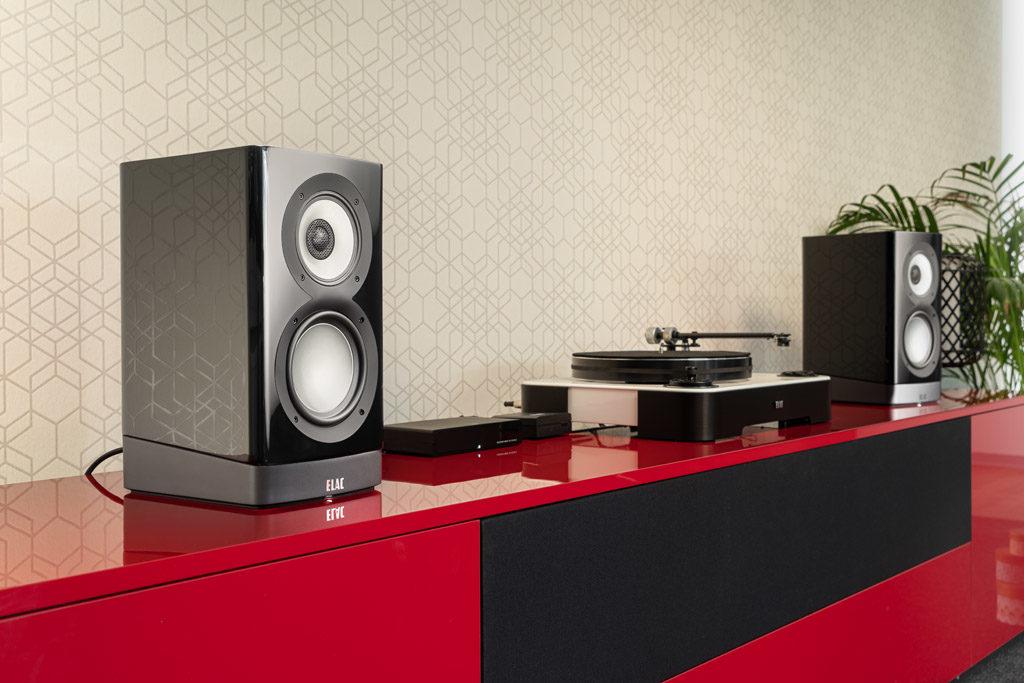 Die Elac Navis ARB-51 sind primär analog konzipierte Aktiv-Lautsprecher, die jedoch auch als klanglich hervorragende Streaming-Partner überzeugen können.