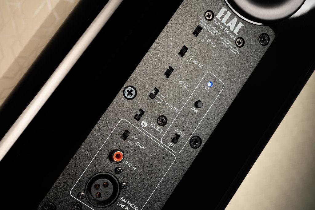 Über mehrere Schalter auf der Rückseite der ARB-51 lassen sich unter anderem diverse Klanganpassungen vornehmen.