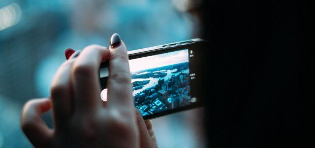 Fotografieren und Surfen gehören zu Lieblingsbeschäftigungen am Smartphone