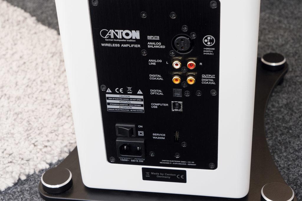 Die Smart A 25 halten reichlich Anschlüsse bereit - unter anderem auch eine USB-Schnittstelle.