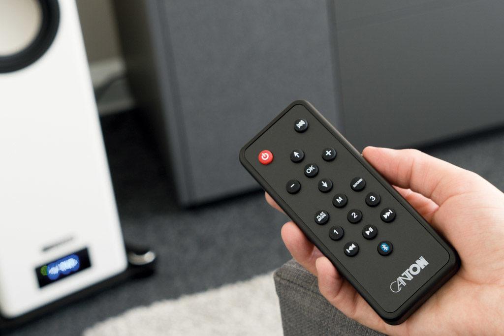Mit der handlichen Fernbedienung lassen sich die Smart A 25 auch bequem vom Sofa aus steuern.
