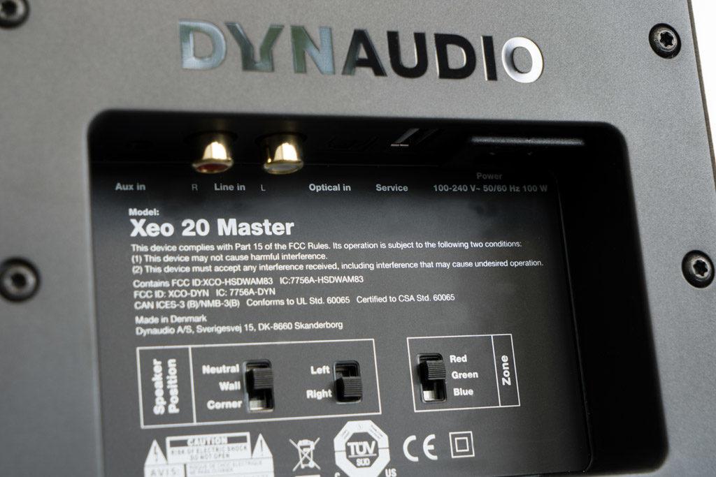 Das Anschlussfeld der Xeo 20 hält zwei analoge und einen digitalen Eingang bereit.