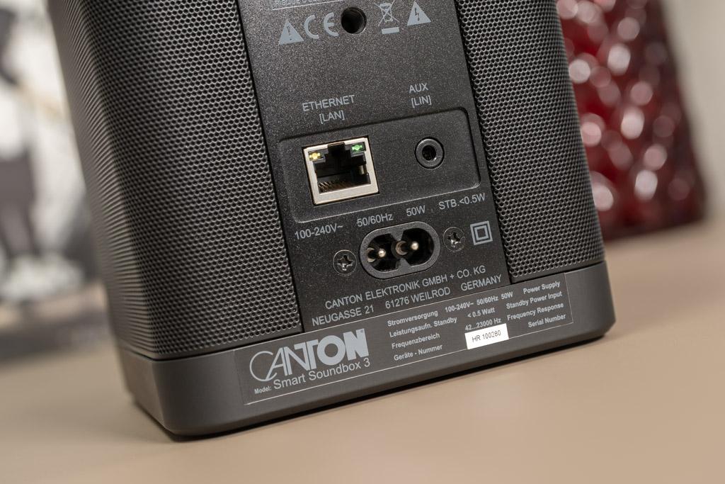 Selbstverständlich sind Soundbar und Soundbox auch per Ethernet-Kabel ins Heimnetzwerk integrierbar.