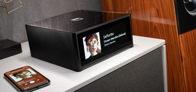 NAD M10 – BluOS-Streaming-Amp mit Raumeinmessung für audiophile Platzsparer