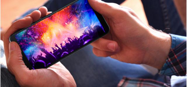 Starker Neuzugang im Mittelfeld: Das Sharp Smartphone AQUOS V